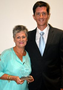 SHARRON HALLOWES - COMMUNITY SERVICE AWARDEE WITH GRANT GAVIN. DSC_0019-001